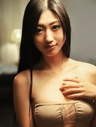Mitsu Dan with long hair examines hot behind in the mirror